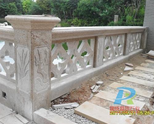 别墅扶手栏杆带花纹图片欣赏