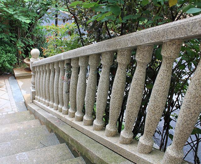 别墅黄金麻露台栏杆